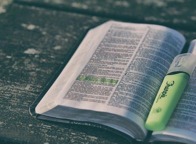 Quantos versículos tem a Bíblia?